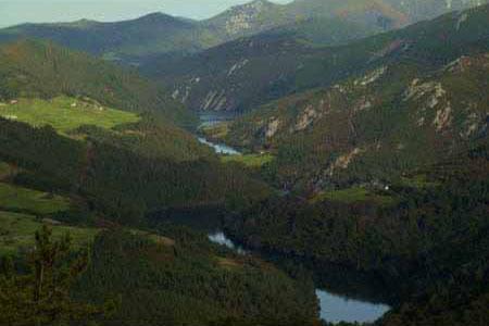 Vista del río Navia en el Occidente de Asturias